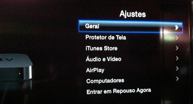 """Acessando a opção """"Geral"""" na Apple TV (Foto: Reprodução/Edivaldo Brito)"""
