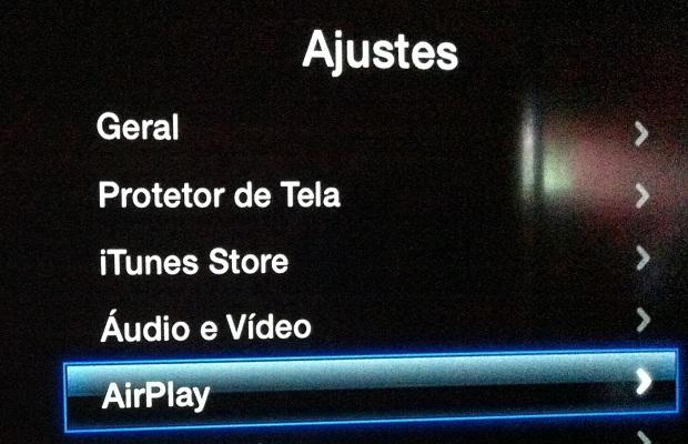 """Acessando a opção """"AirPlay"""" na Apple TV (Foto: Reprodução/Edivaldo Brito)"""
