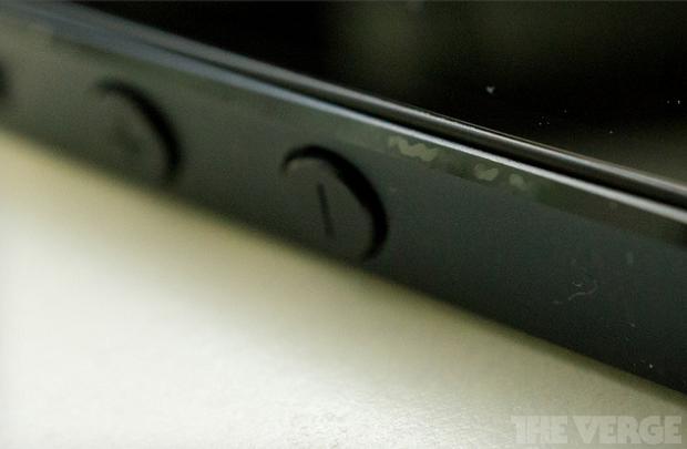Usuários reclamam de arranhões no iPhone 5 e Apple implanta novo controle de qualidade (Foto: The Verge/Reprodução)