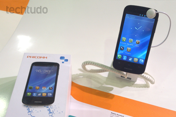 Phicomm i330v, com Android 4.0 (Foto: Allan Melo / TechTudo)