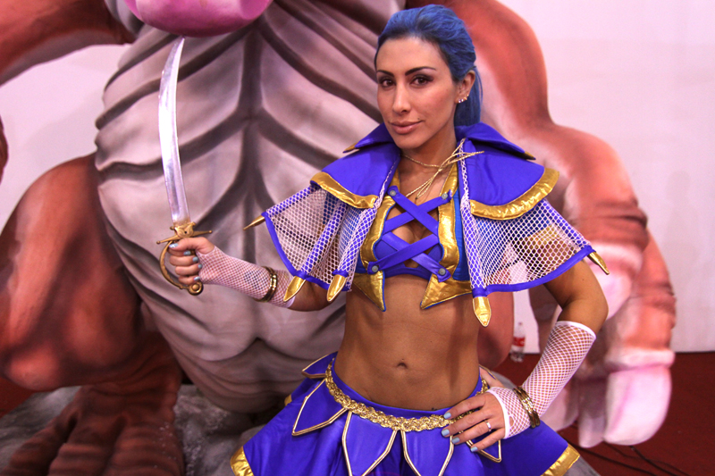 Jaque Khury posa como personagem de game na Brasil Game Show 2012 (Foto: Fernanda Brito)