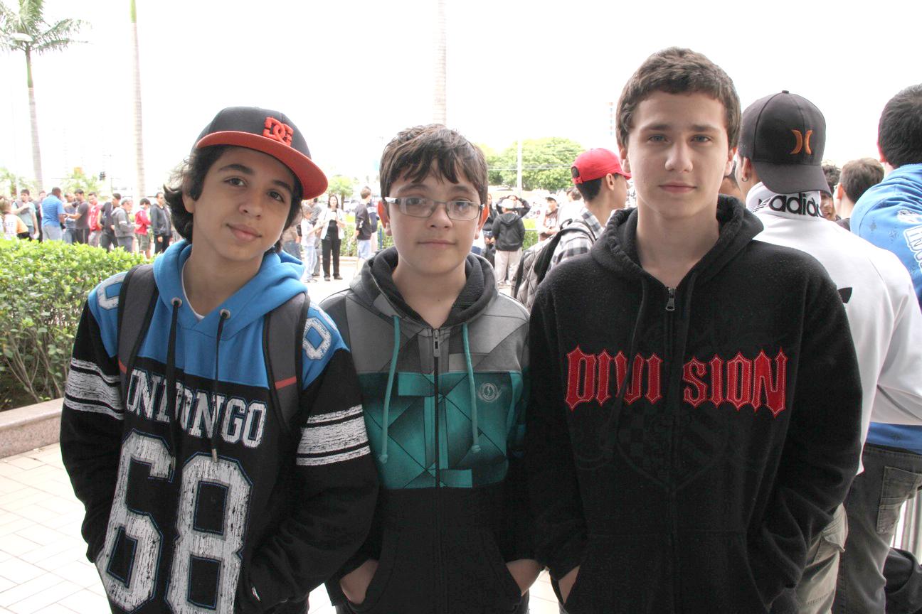 Gabriel Chagas, Lucas Barbosa e Aquiles Antônio Ramos foram os primeiros da fila da Brasil Game Show 2012 (Foto: Fernanda Brito)