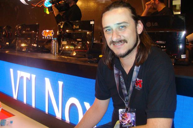 Bruno Vasone comandou a organização do torneio de LoL (Foto: Felipe Vinha)