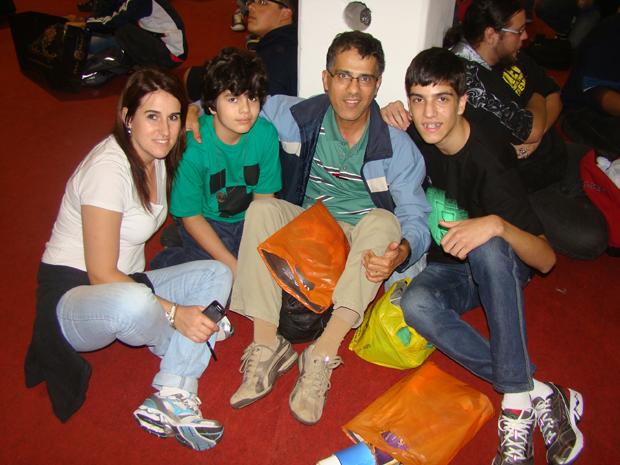 Andreia e sua família aprovaram a Brasil Game Show 2012 (Foto: Felipe Vinha)