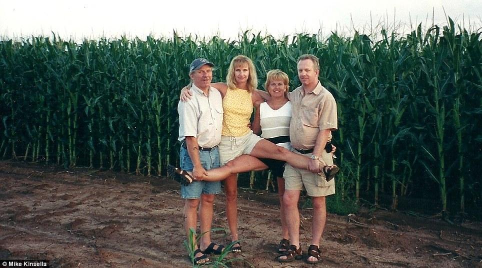 Durante uma viagem em 2001 (Foto: Reprodução)