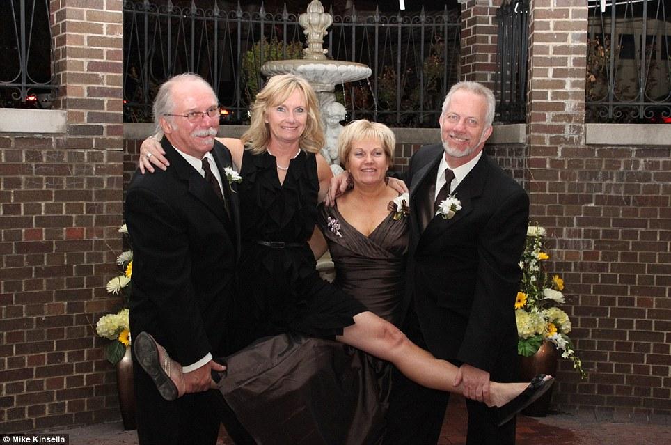 Durante o casamento da filha de Sharyn em 2011 (Foto: Reprodução)