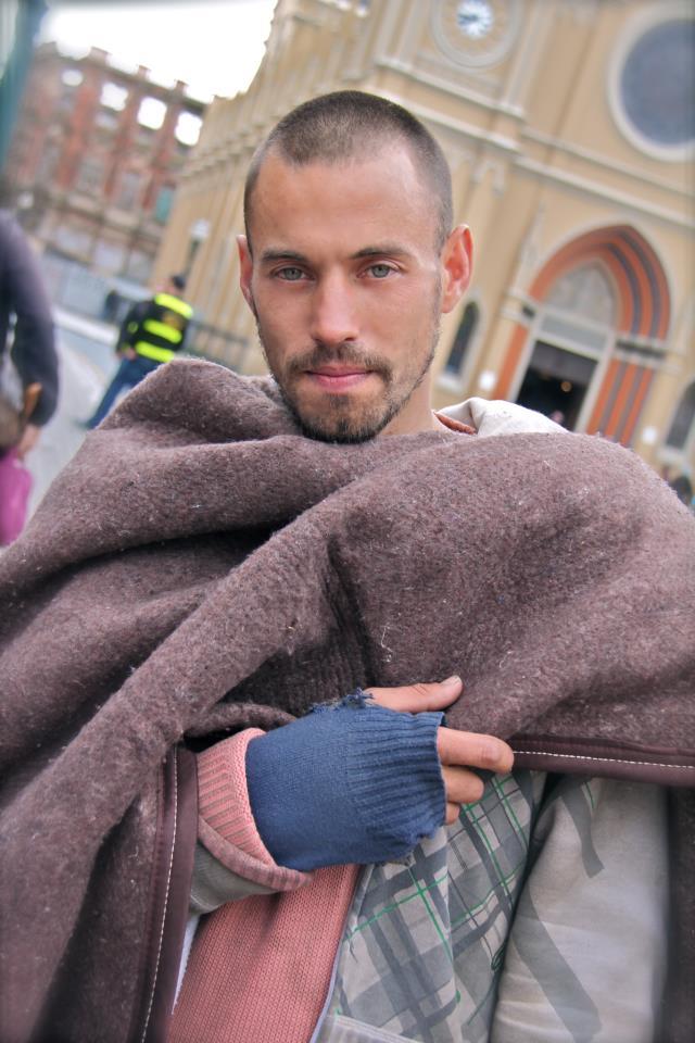 Rafael Nunes, de 31 anos, é ex-modelo e está nas ruas há cerca de três anos por uso de drogas (Foto: Reprodução)