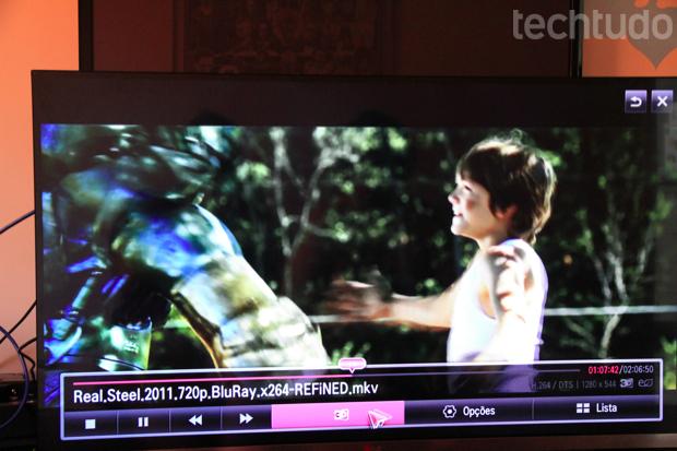 Cena de um filme em Full HD lido diretamente pela rede Wi-Fi (Foto: Rodrigo Bastos/TechTudo)