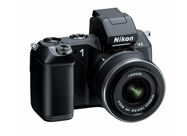 Nikon 1 V2 vista de frente. Máquina inclui modos de captura inteligente e um EVF (Foto: Divulgação)