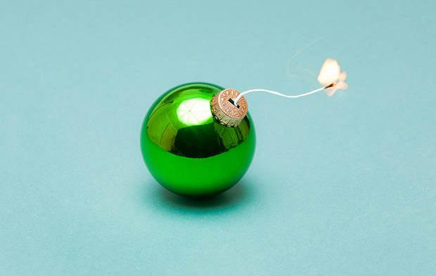 Enfeite de natal vira bomba (Foto: Kevin Van Aelst)