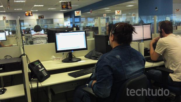O atendimento ao cliente é um dos setores mais críticos nas operadoras de telefonia, TV e internet (Foto: Allan Melo / TechTudo)