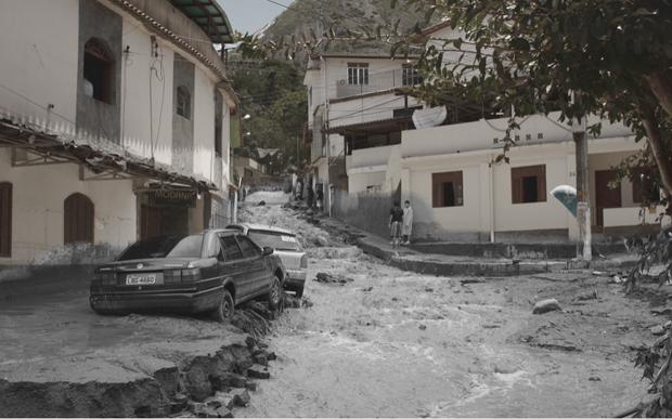 Ladeira em Nova Friburgo durante e depois das chuvas (Foto: Luciano Ratamero)