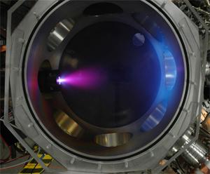 Gás aquecido é expulso a grande velocidade do motor, gerando propulsão mais barata para a nave (Foto: Reprodução)