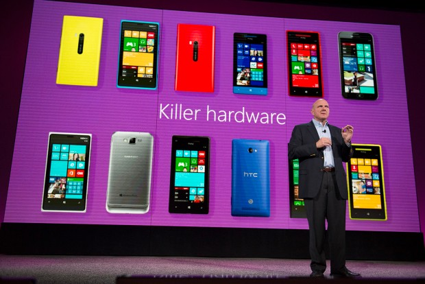 Steve Ballmer e os hardwares matadores para Windows Phone 8. (Foto: Steve Ballmer e os hardwares matadores para Windows Phone 8.)