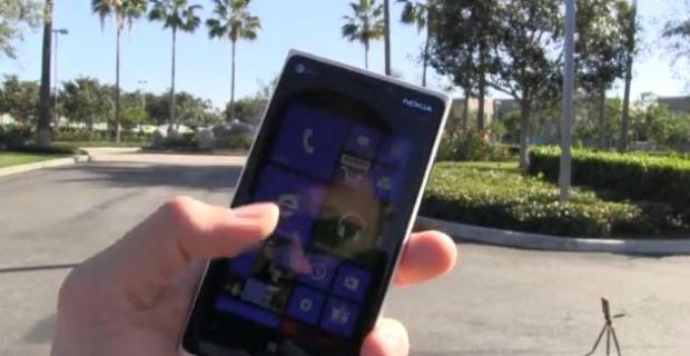 Lumia resistiu aos testes do PhoneBuff (Foto: Reprodução/YouTube)