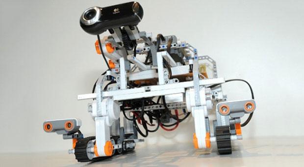 Conexão de Internet com a Estação Espacial Internacional permitiu a astronauta comandar robô de Lego na Terra (Foto: Reprodução)