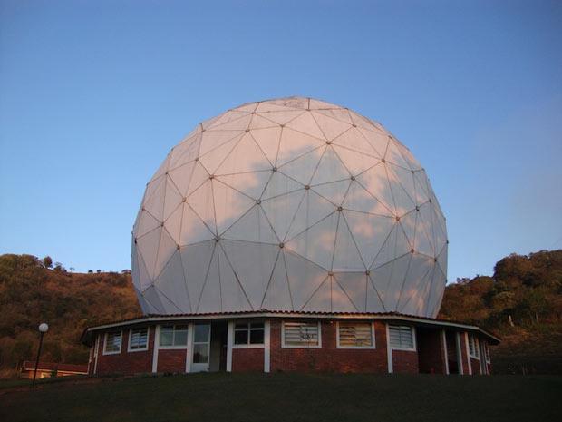 O ROI (Rádio Observatório de Itapetinga) é o maior radiotelescópio do Brasil (Foto: Reprodução/G1)