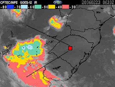 Imagem fornecida pelo satélite GOES mostrando a temperatura no topo das nuvens (Foto: Reprodução)