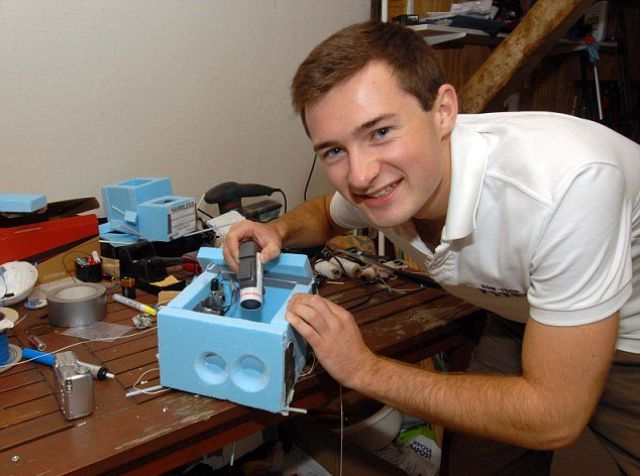 Adam Cudworth montando o equipamento (Foto: Reprodução / Adam Cudworth) (Foto: Adam Cudworth montando o equipamento (Foto: Reprodução / Adam Cudworth))