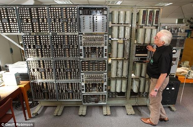 O Harwell Dekatron é o computador na sua categoria e com peças originais mais antigo em funcionamento (Foto: Reprodução/Mail Online)