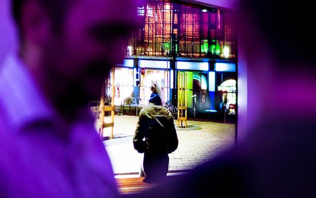 As fotos tiradas, em tempo real, para a exibição foram capturadas com uma Sony NEX-5R mirrorless com conexão wi-fi e transmitidas diretamente para as telas da Galeria Bay (Foto: Reprodução)