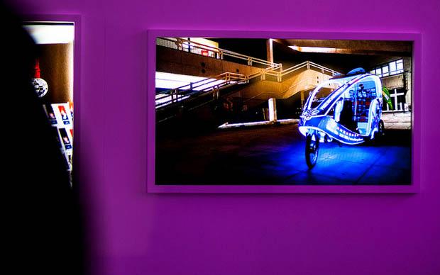 Três fotógrafos de três cidades diferentes da Europa capturaram as ruas de suas cidades natais para a exposição da Sony (Foto: Reprodução)