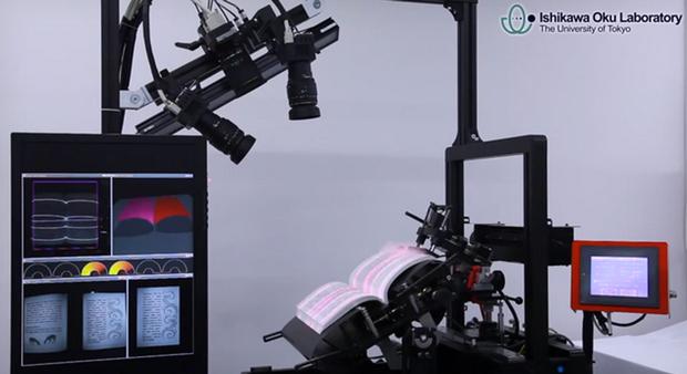 Robô digitaliza com grande velocidade e qualidade livros inteiros (Foto: Reprodução)