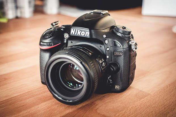 Vídeo comprova que poeira se acumula com facilidade no sensor da Nikon D600 (Foto: Reprodução / Petapixel)