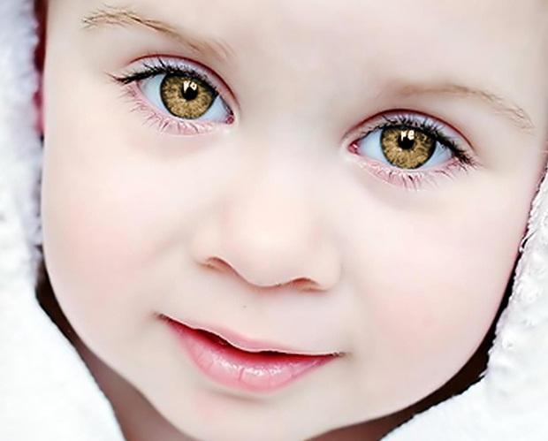 Foto com cor dos olhos alterada no Gimp (Foto: Reprodução/Raquel Freire)