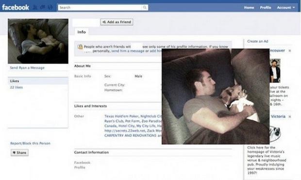 Homem faz paródia com a foto de um rapaz dormindo (Foto: Reprodução/Facebook)