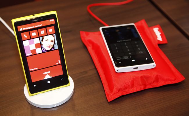 O Lumia 920 supera e dobra o número de encomendas do Galaxy S3 (Foto: Divulgação/Nokia)