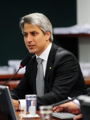 Relator da comissão e deputado Alessandro Molon (Foto: Leonardo Prado/Agência Câmara)