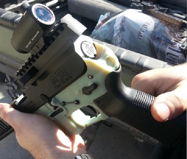 Grupo reproduz peça de fuzil com impressora 3D nos Estados Unidos (Foto: Divulgação) (Foto: Grupo reproduz peça de fuzil com impressora 3D nos Estados Unidos (Foto: Divulgação))