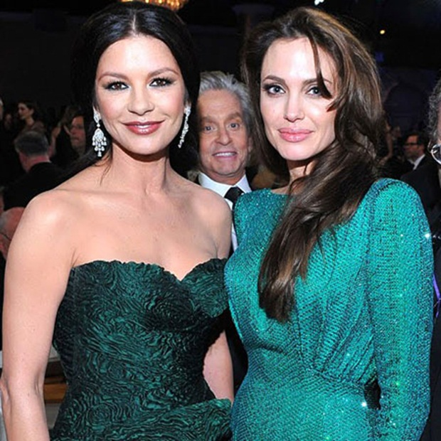 Aparição de Michael Douglas em foto de Jolie e Zeta Jones (Foto: Reprodução)