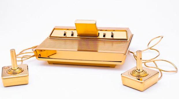 Atari 2600 revestido em ouro 24 kilates (Fonte: Reprodução / BornRich)