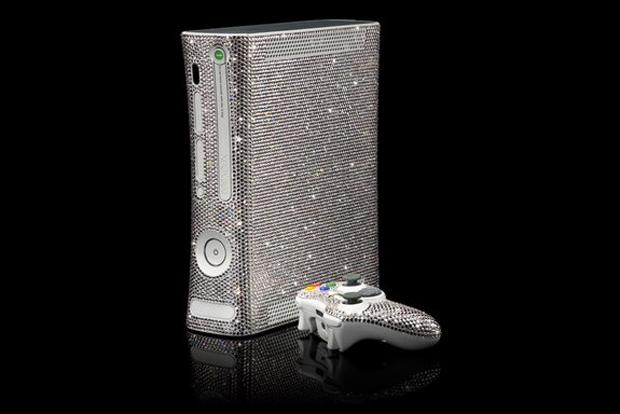 Xbox 360 coberto por 11520 cristais Swarovski (Foto: Reprodução / CristalRock)