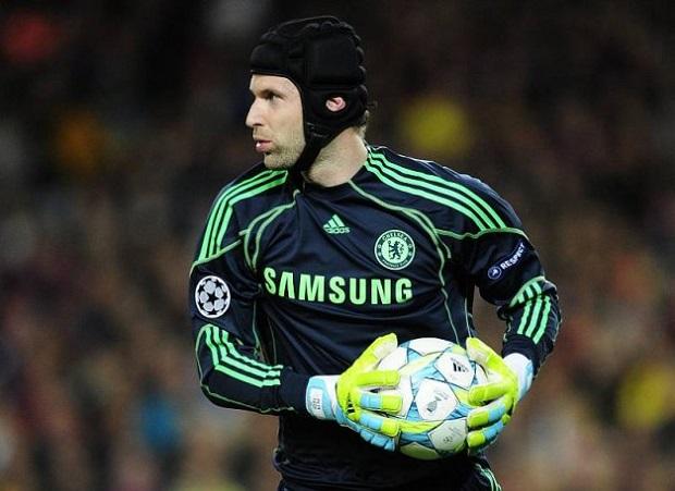 Cech é um paredão no jogo da EA (Foto: Reprodução/AFP)