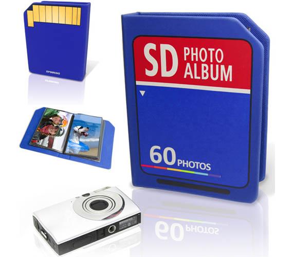 Álbum em formato de cartão de memória.