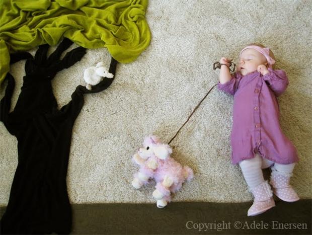 Mila passeando com cachorro, enquanto dorme (Foto: Reprodução/ Adele Enersen)