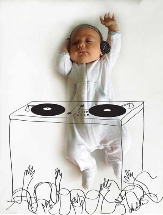 O bebê Vincent atacando de DJ (Foto: Reprodução/ Adele Enersen)