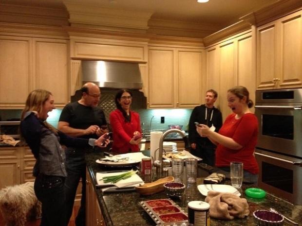 Foto com Zuckerberg e sua irmã que não gostou da imagem ter vazado na web (Foto: Reprodução/Facebook)