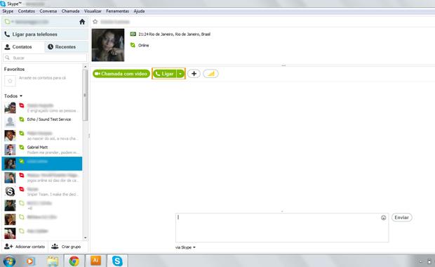Usando o Skype (Foto: Reprodução/Gabriel Matt)