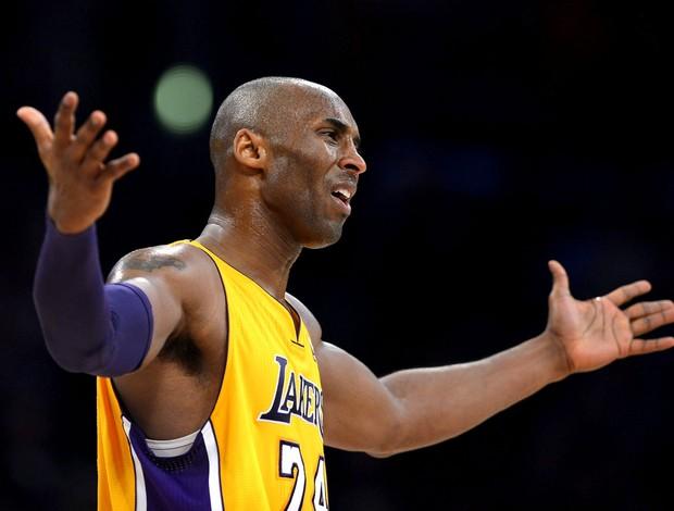 Kobe Bryant mostrou irritação depois de perder para o Philadelphia (Foto: Agência EFE) (Foto: Kobe Bryant mostrou irritação depois de perder para o Philadelphia (Foto: Agência EFE))