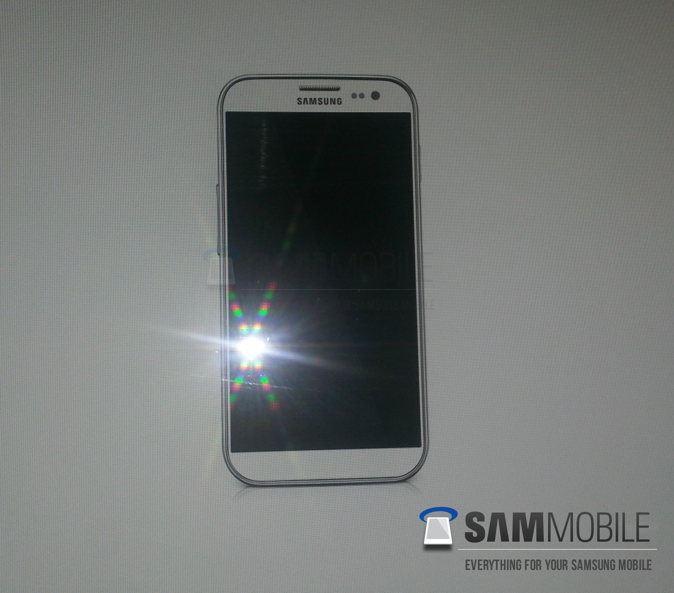 Primeira imagem do Galaxy S4 finalizado (Foto: Reprodução/Sammobile)