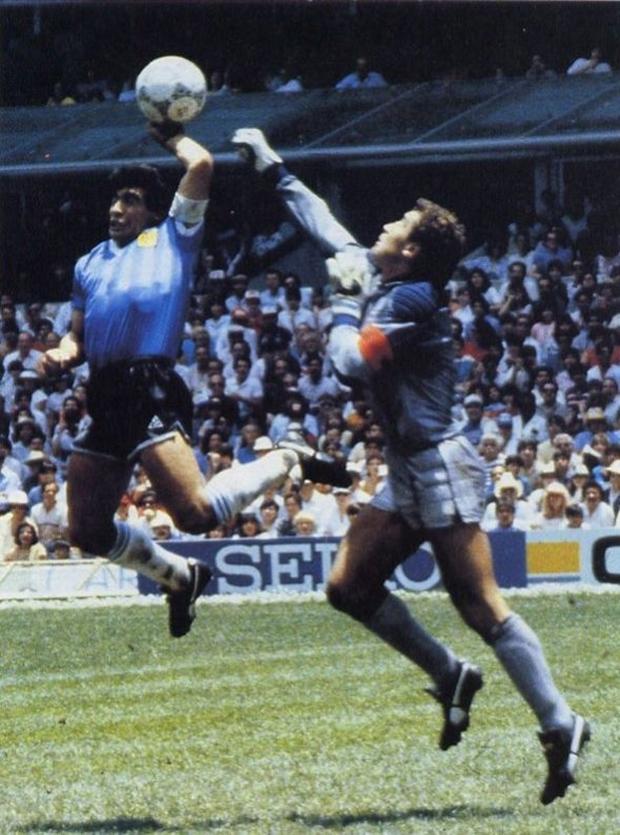 'Mano de Dios', clássico gol de mão de Maradona contra a Ingraterra, em jogo da Copa de 86 (Foto: Reprodução) (Foto: 'Mano de Dios', clássico gol de mão de Maradona contra a Ingraterra, em jogo da Copa de 86 (Foto: Reprodução))