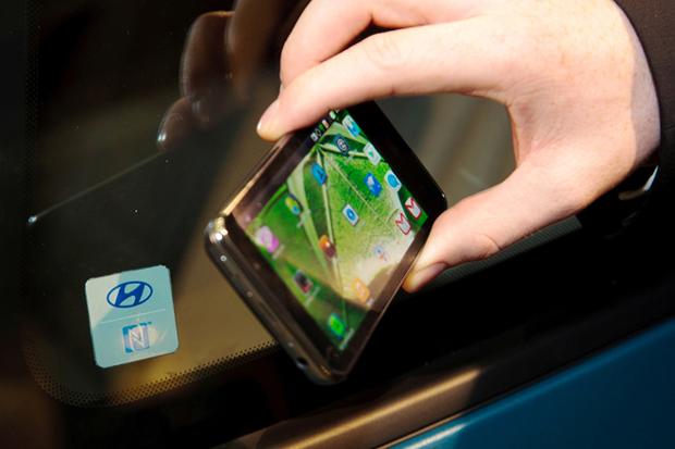 Montadora sul-coreana pretende integrar profundamente celular e carro em 2015 (Foto: Reprodução)