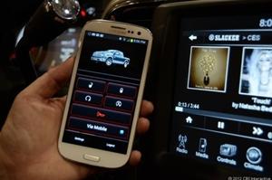 Pesquisa conclui que 35% das pessoas utilizam o smartphone no volante (Foto: Reprodução/Cnet)