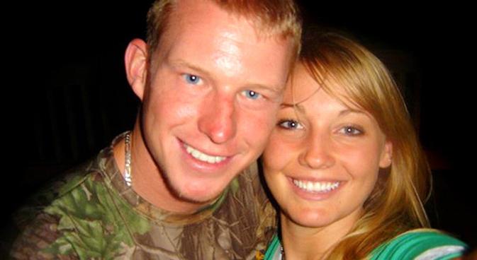 Casal Kelly Hildebrandt se divorcia depois de se conhecerem pelo Facebook (Foto: Reprodução/NBC)