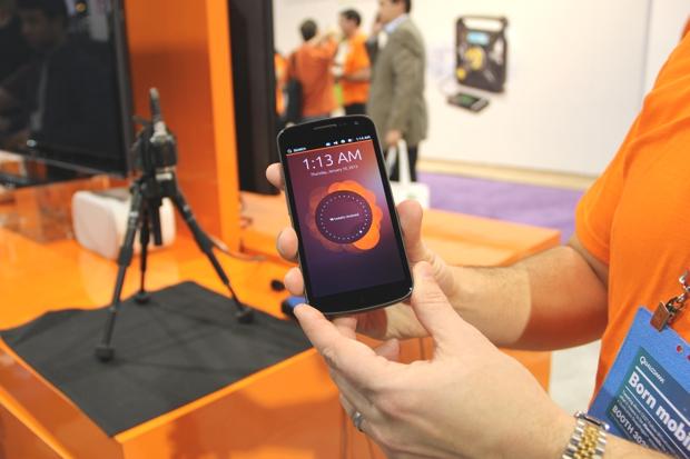 Ubuntu Phone em demonstração na CES 2013 (Foto: Fabrício Vitorino / TechTudo)