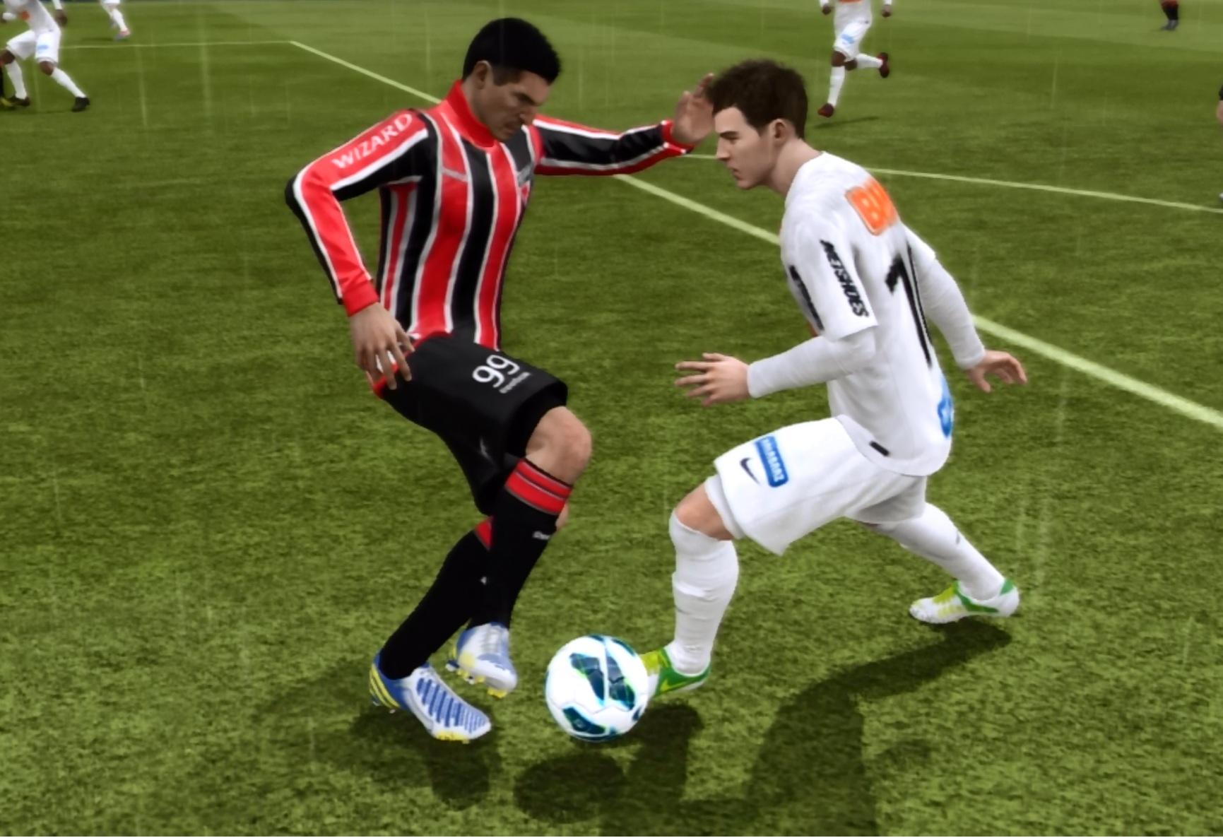 Lucio e Montillo travam duelo em Fifa 13 (Foto: Reprodução TechTudo)